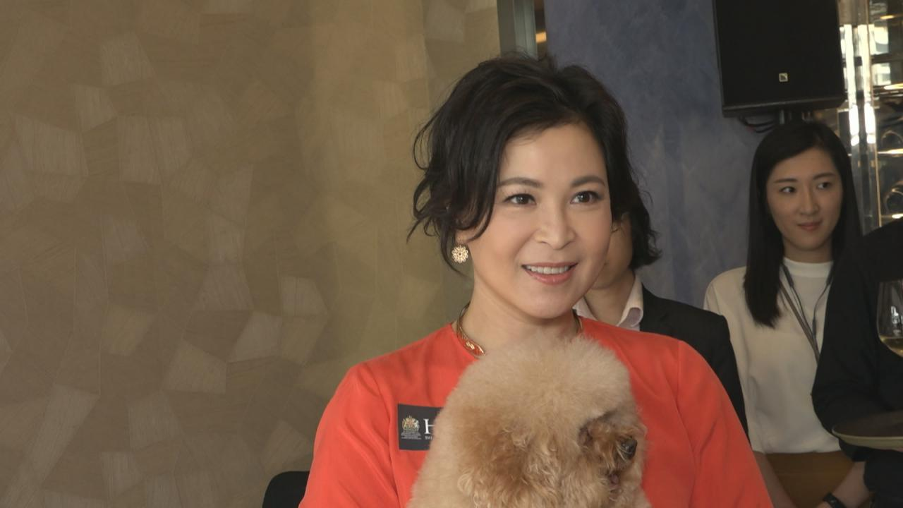 (國語)蘇玉華獲邀出席品牌活動 笑言選床墊如選男友