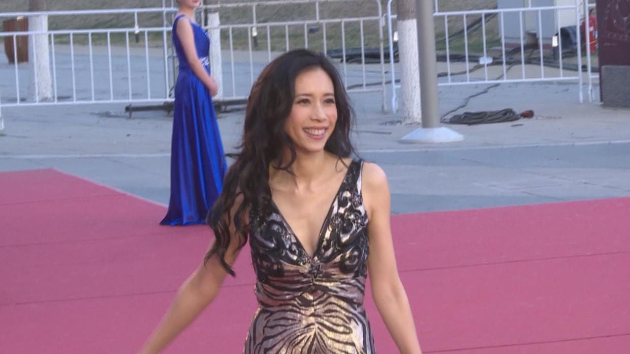 第八屆北京國際電影節開幕 眾星盛裝打扮現身紅地氈