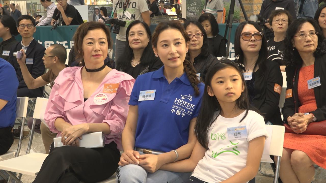 楊卓娜帶囡囡出席活動 分享培養女兒閱讀興趣心得