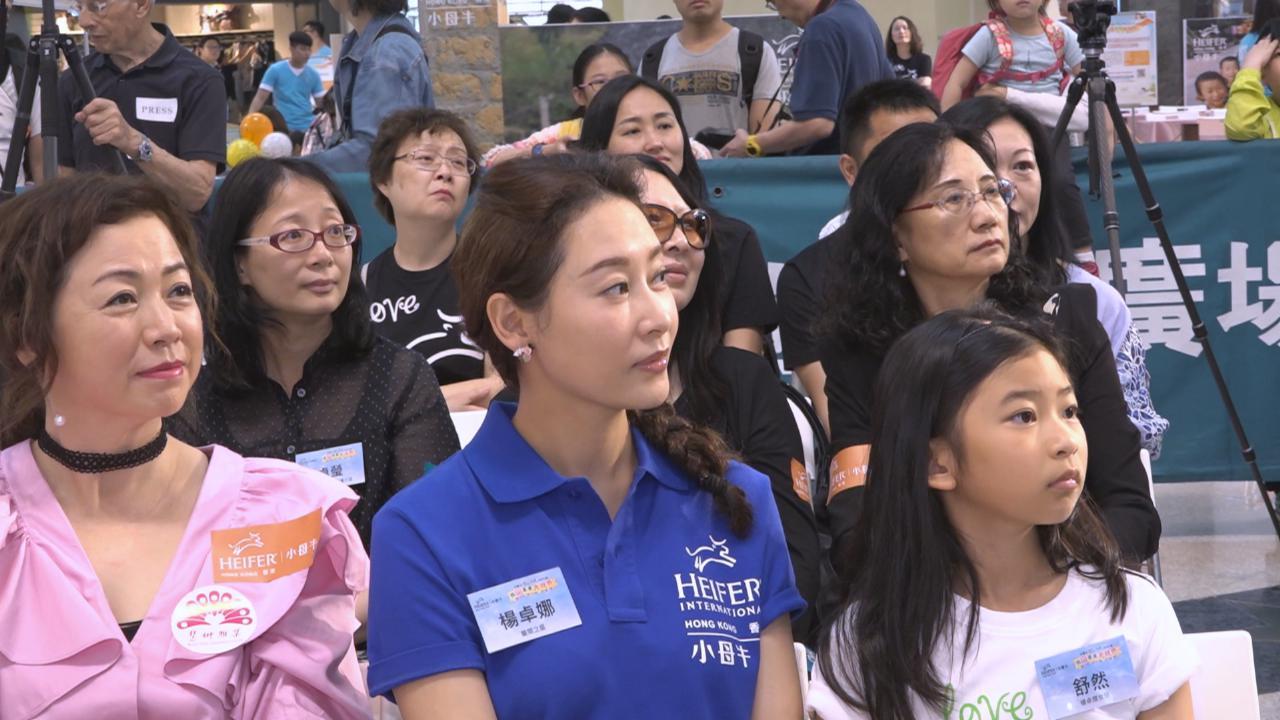 (國語)楊卓娜帶女兒出席活動 分享培養女兒閱讀興趣心得