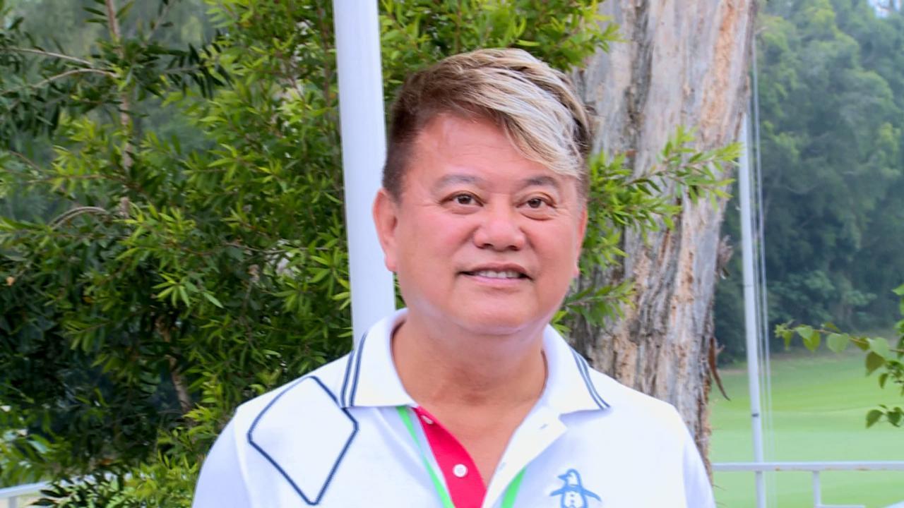 與太太一同熱愛打高爾夫 陳百祥自言球技僅遜秀姑