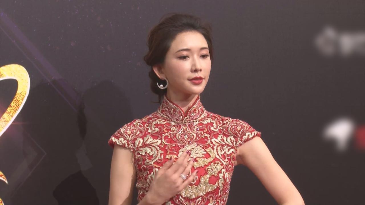 林志玲精神奕奕出席活動 紅色造型登場如披嫁衣