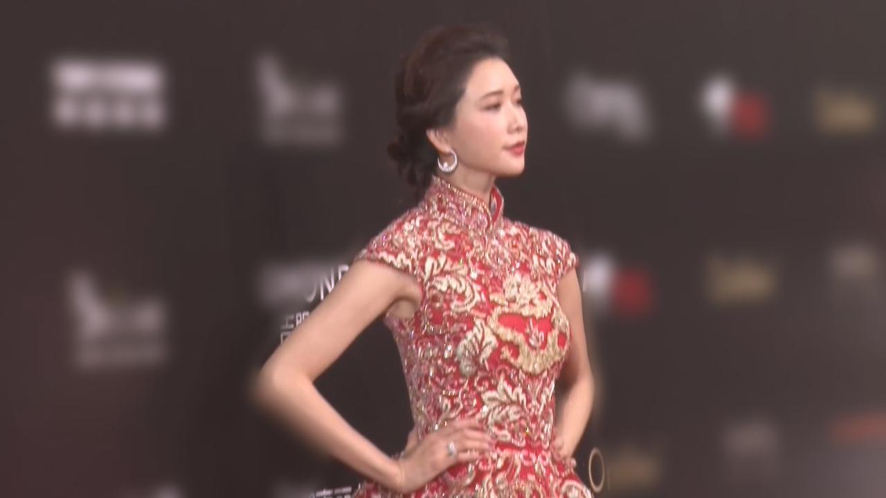 (國語)林志玲精神奕奕出席活動 紅色造型登場如披嫁衣
