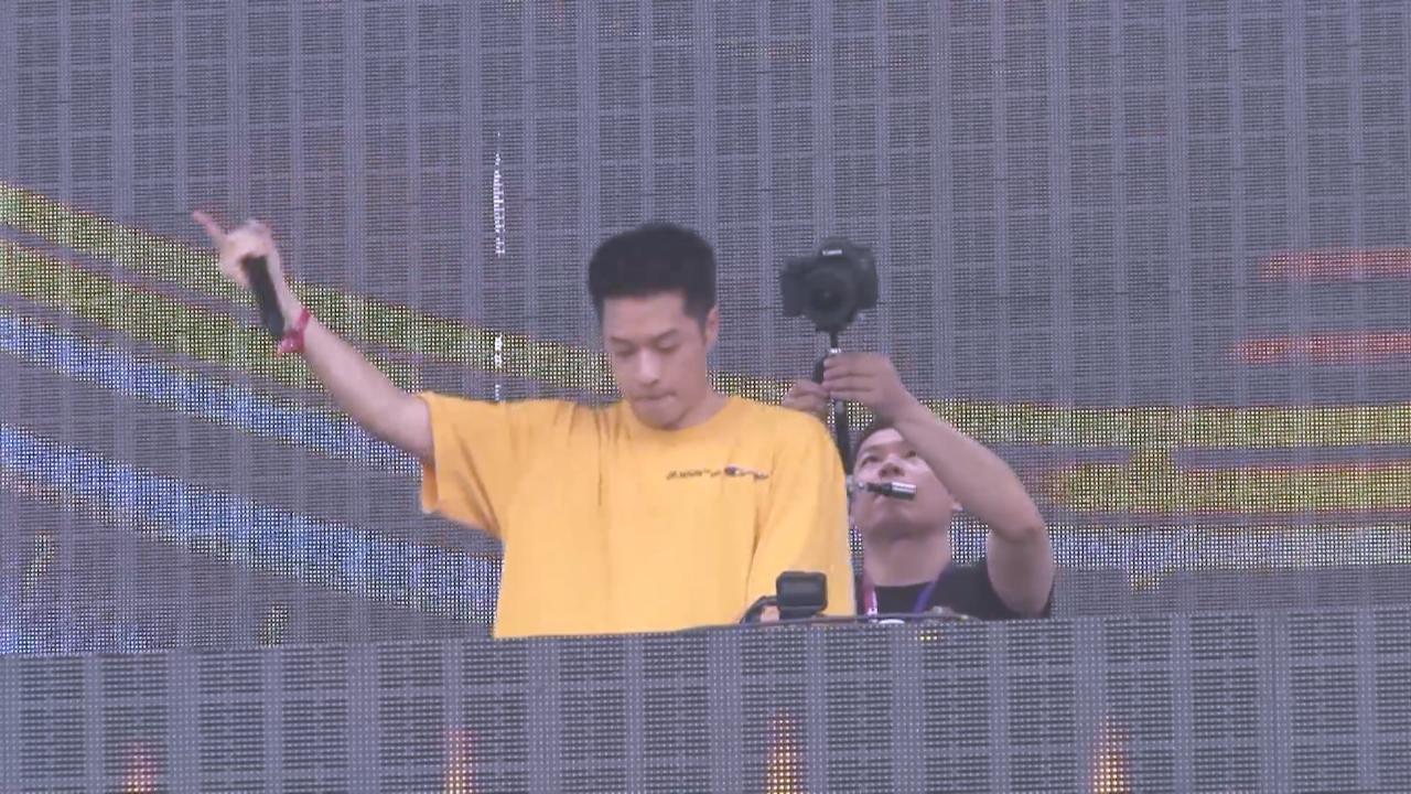 (國語)周湯豪上海出席音樂節 化身DJ打碟引爆全場氣氛