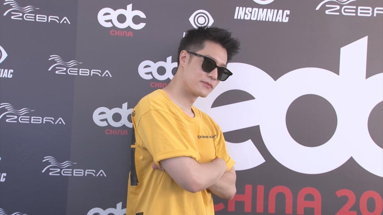 周湯豪上海出席音樂節 化身DJ打碟引爆全場氣氛