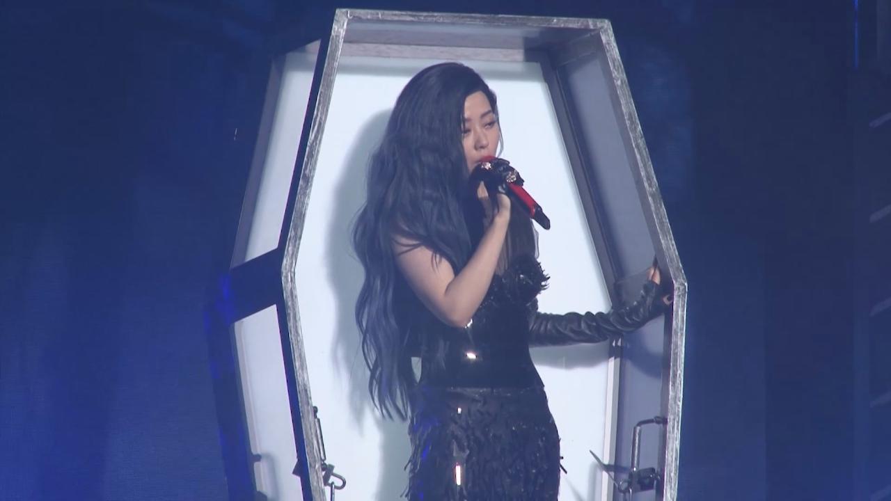 張靚穎北京舉行演唱會 以暗黑女王造型登場