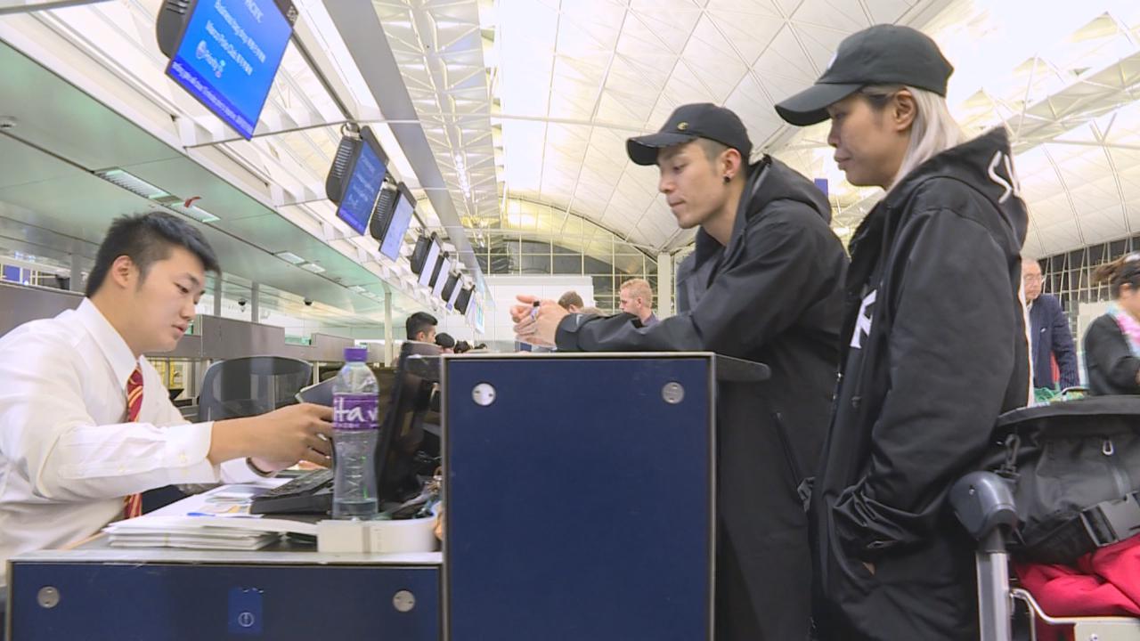 (國語)周柏豪現身香港機場 出發日本為新劇拍攝
