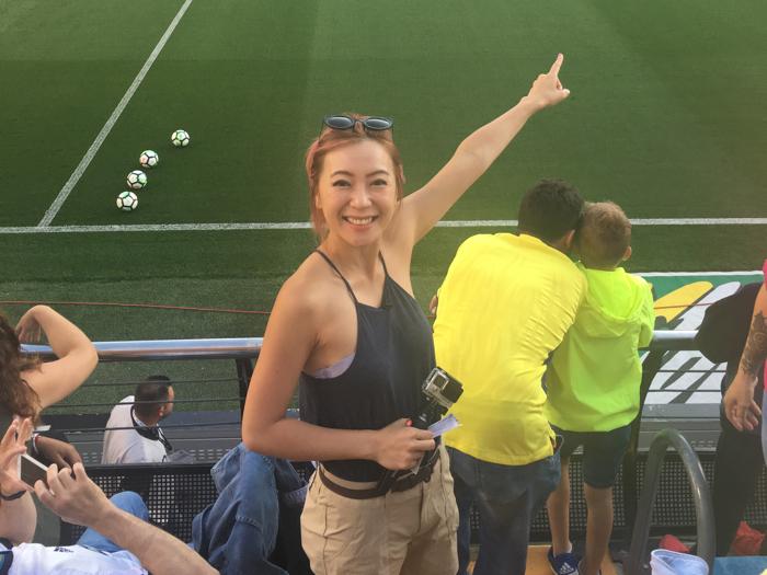 西班牙睇C朗足球呀!