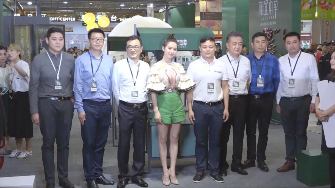 (國語)劉詩詩上海出席品牌活動 大方分享美容心得