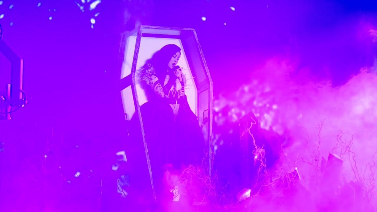 張靚穎上海舉辦演唱會 化身中世紀女王霸氣登場