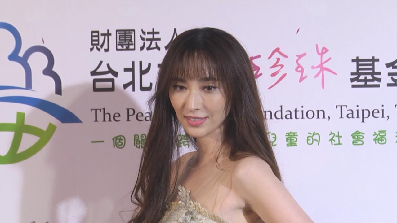 吳佩慈出席慈善活動 笑言做慣媽媽怕面對鏡頭
