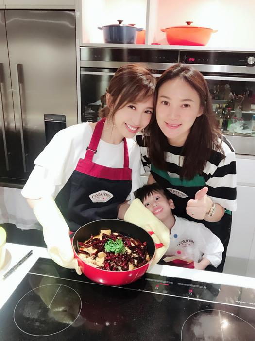 美女廚神龔嘉欣係Cooktown學整水煮魚~ ?