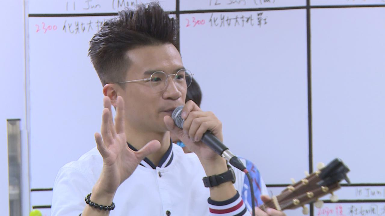 釗峰走入電視城玩Busking 觀眾反應熱烈場面熱鬧