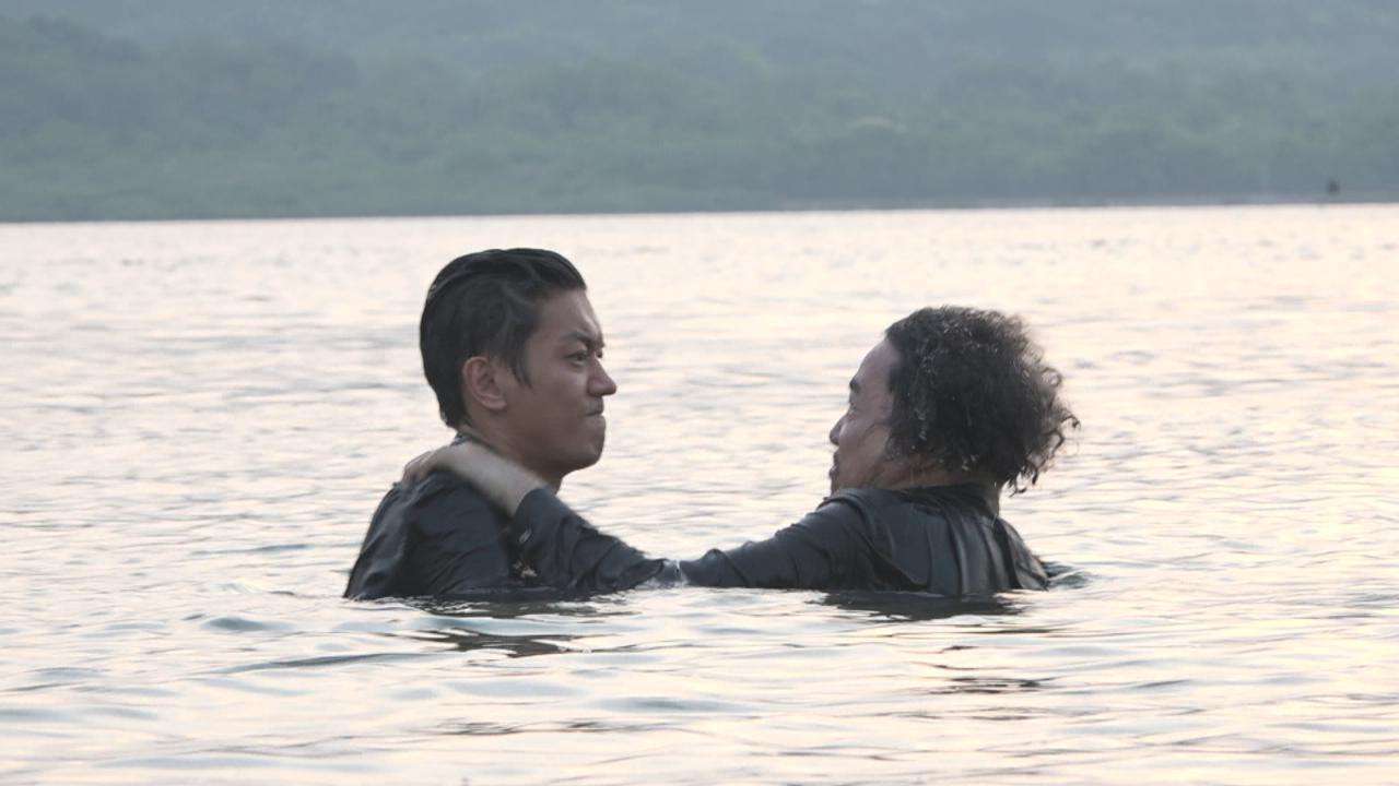 為新劇拍攝外景 諾懿古佬上演水中打鬥戲份