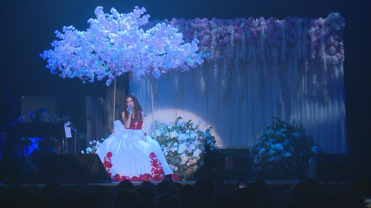(國語)溫碧霞舉行處女個唱 身穿性感歌服獻唱代表作