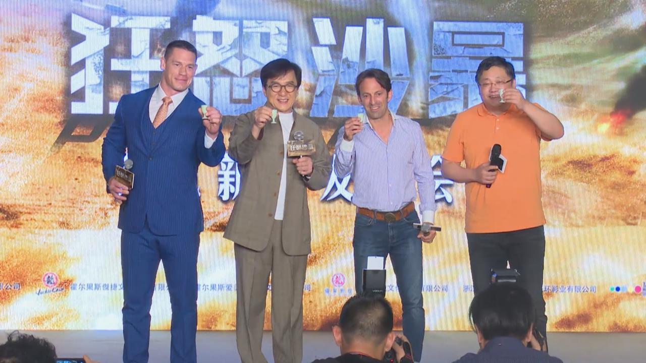 (國語)成龍上海宣傳新戲 現場考JohnCena唱國語歌