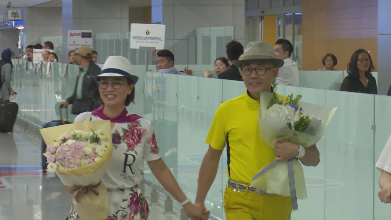 (國語)周立波獲撤罪后現身上海機場 揚言事件對生活並無影響