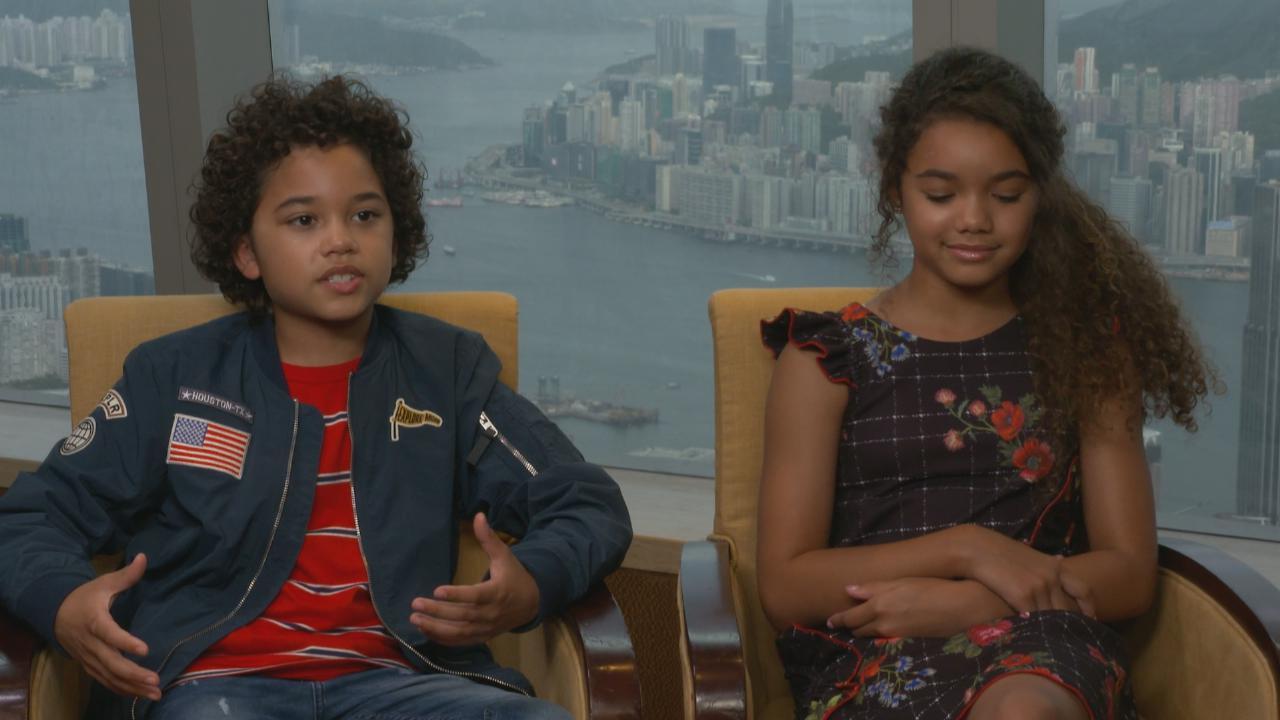 兩位小演員首次拍攝電影 McKenna與Noah面對火海毫不畏懼
