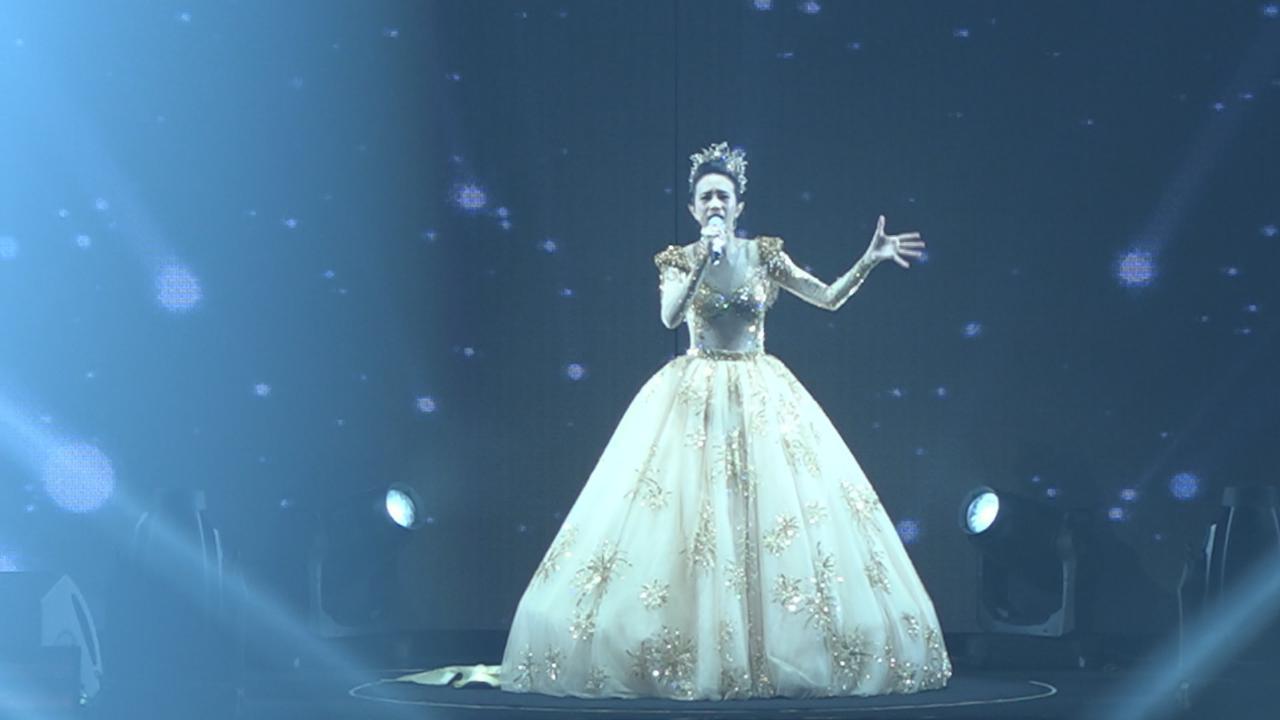 (國語)莫文蔚澳門舉行演唱會 優雅長裙上陣一展歌喉