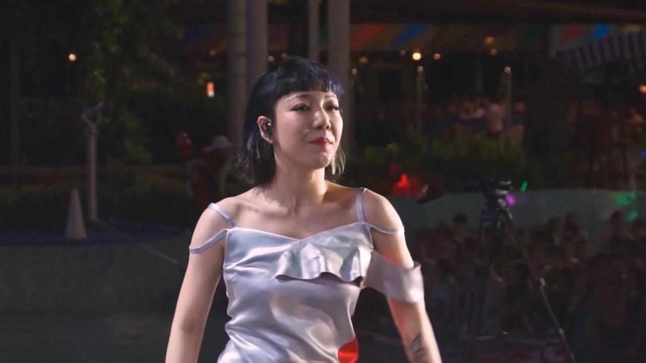 (國語)吳莫愁廣州參加電音節 唱high歌炒熱全場氣氛