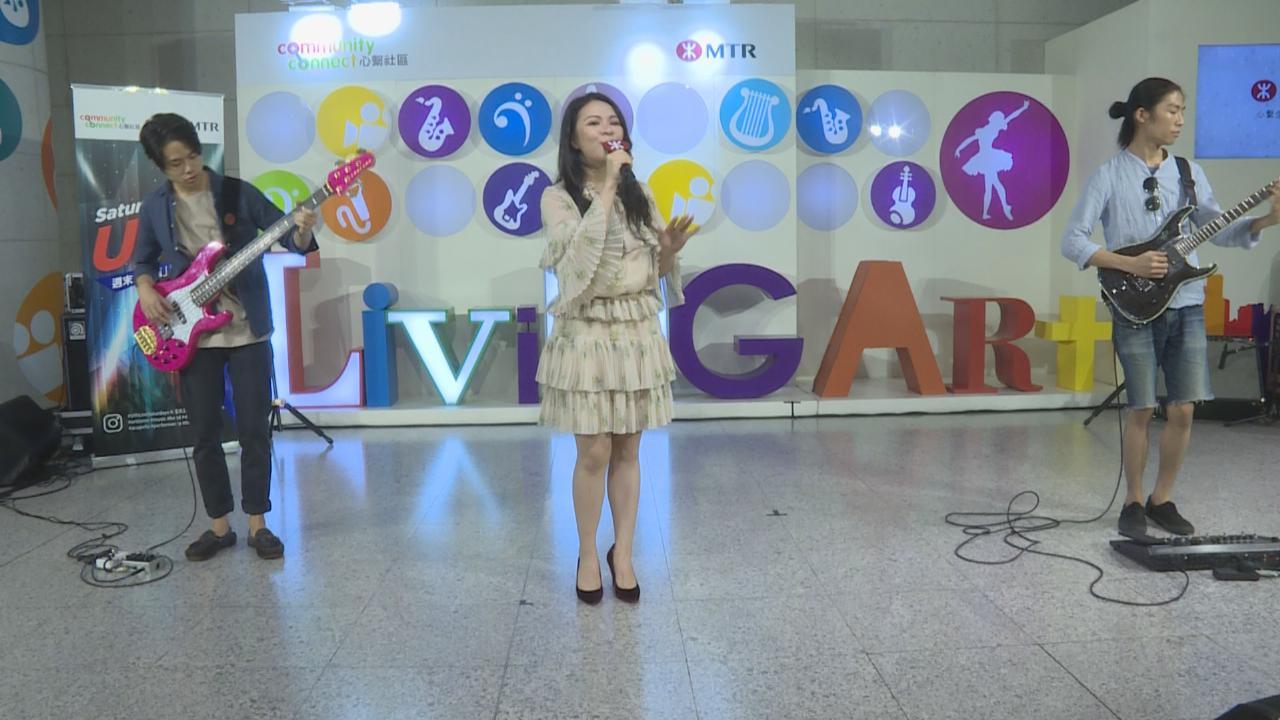 JW與年輕樂手車站jam歌
