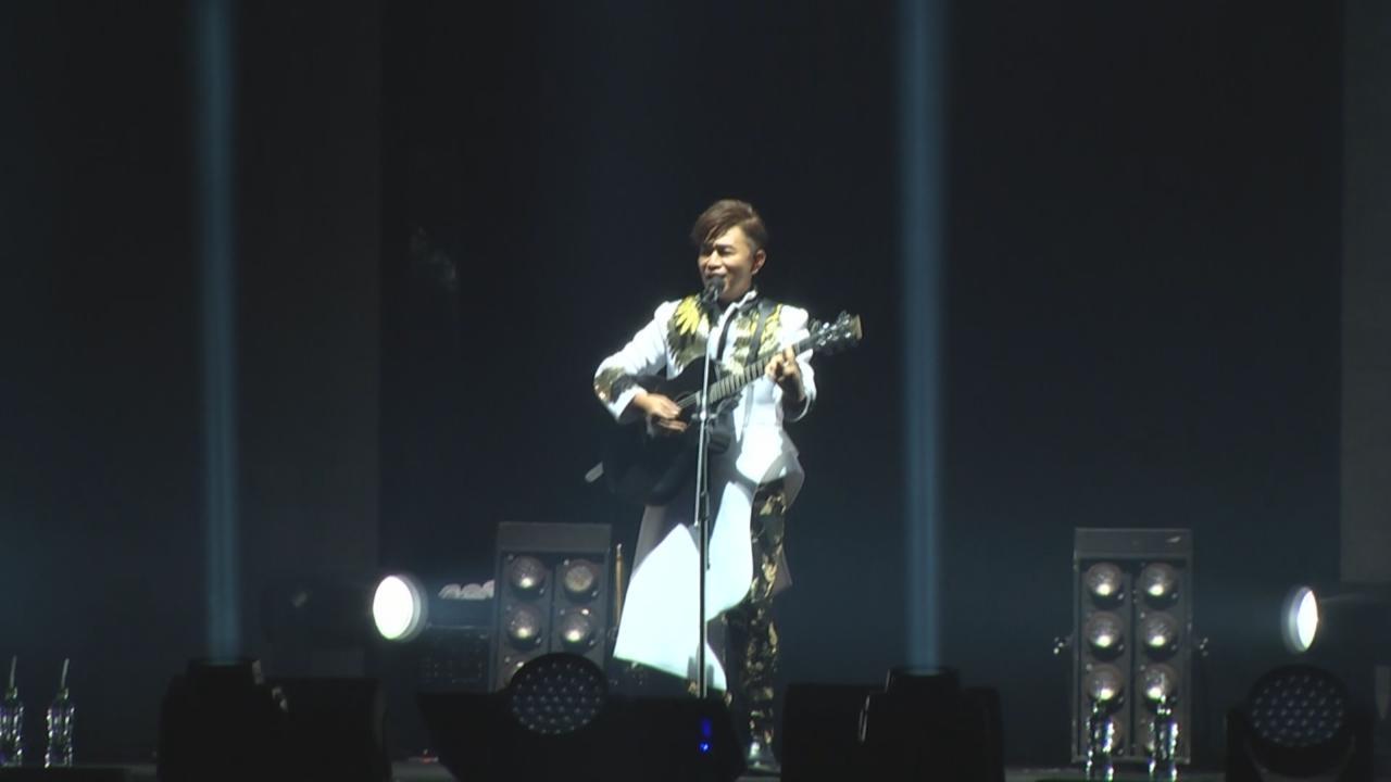(國語)台北舉行首個演唱會 吳宗憲自彈自唱展才華
