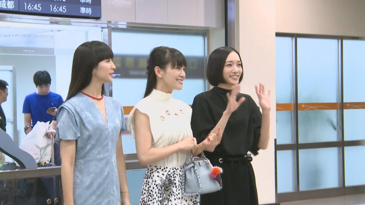 (國語)Perfume抵台參加年度大型演唱會 吸引近百名粉絲接機