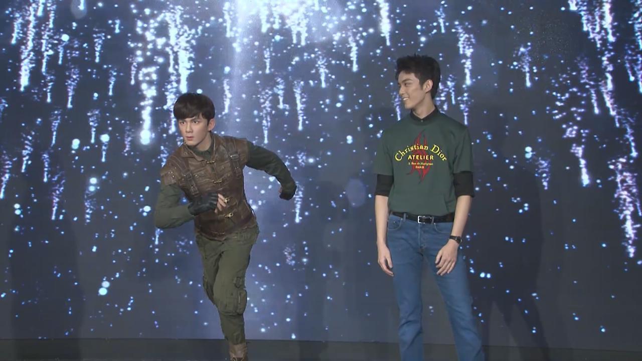 (國語)吳磊現身上海為蠟像揭幕 透露製作過程姿勢難保持