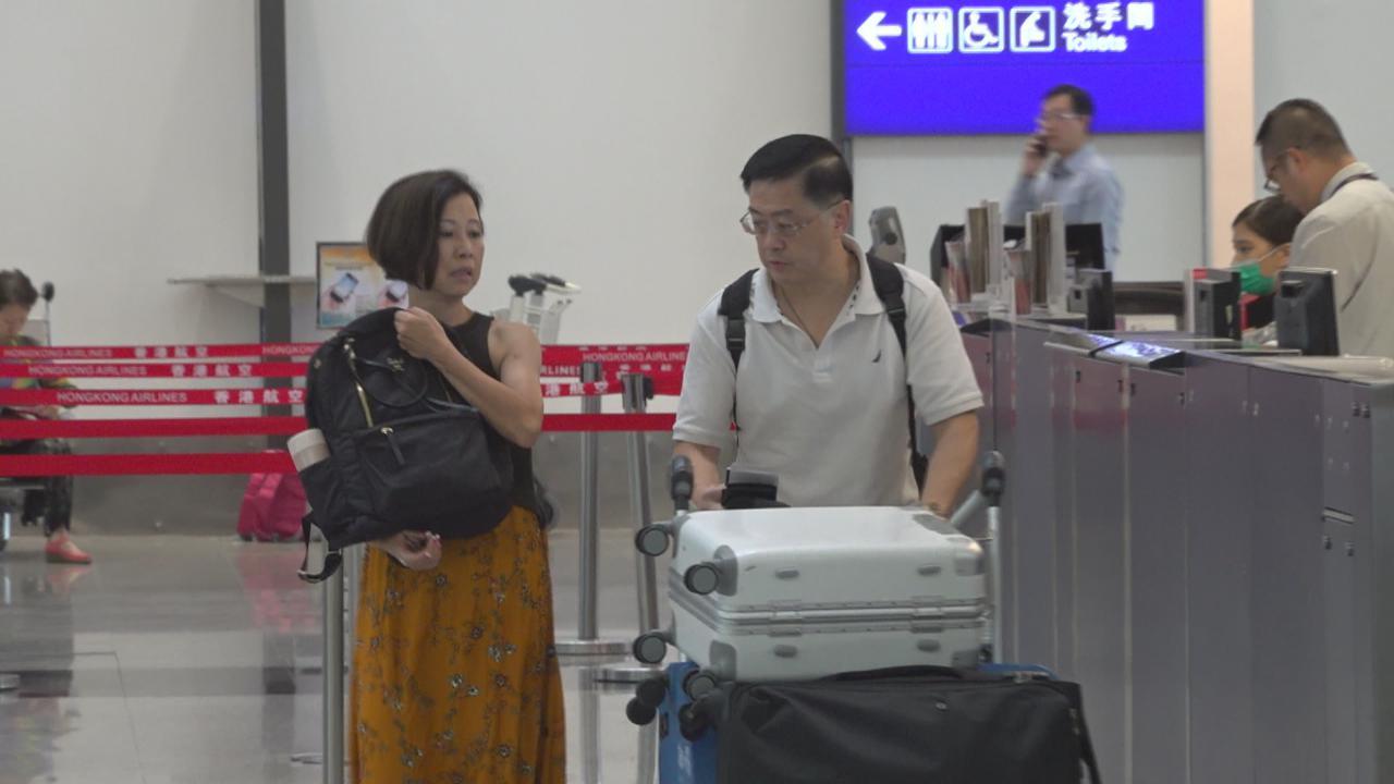 陳凱琳父母現身機場 出發峇里出席女兒婚禮