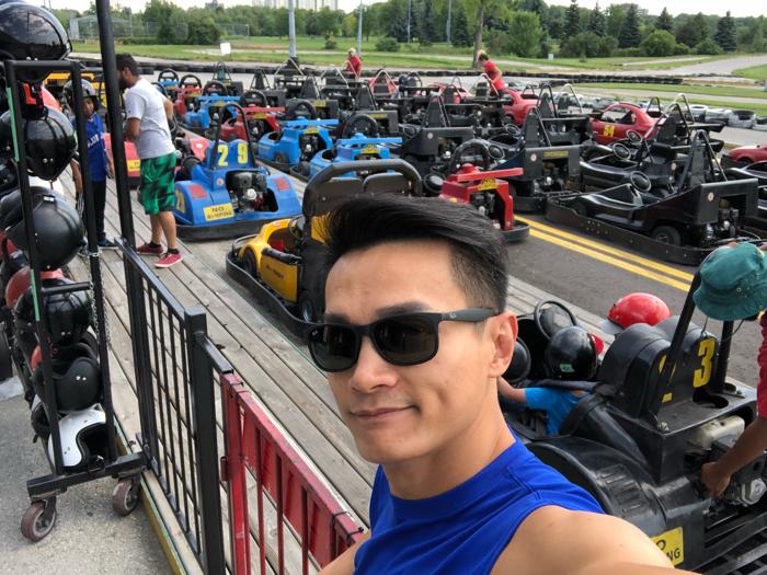 何俊軒玩轉加拿大最大型小型賽車場!