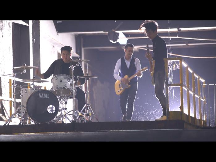 吳浩康新歌〈那怕最終一個人〉, 廢置荒地拍MV迎合搖滾味道  成曲十年等一把聲音,吳浩康演繹堅毅硬漢:「歌詞似形容這刻的我」
