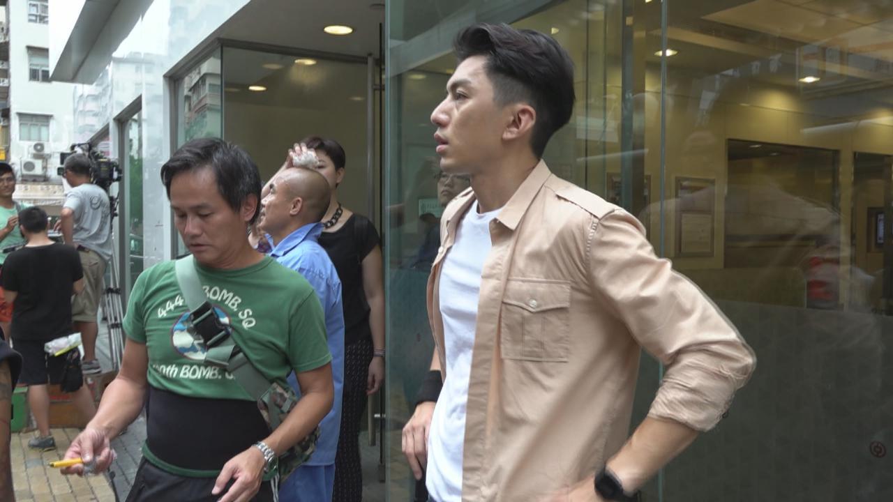 袁偉豪深水埗拍攝動作戲 手部不慎被玻璃所傷