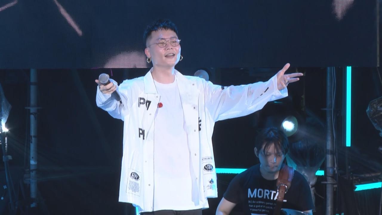 (國語)蕭秉治舉行免費演唱會 一連獻唱多首自創新歌