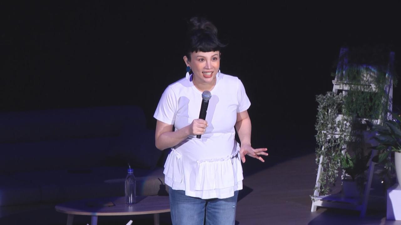 魏如萱懷孕挺巨肚開騷 以連串熱門歌曲揭開序幕