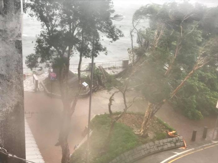 有船隻湧入西貢市區