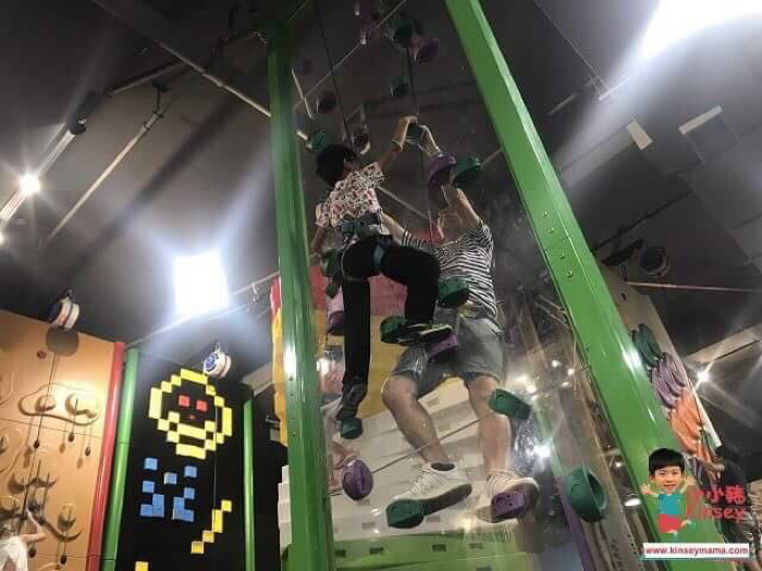 小小豬玩樂篇 - 挑戰難度攀石牆