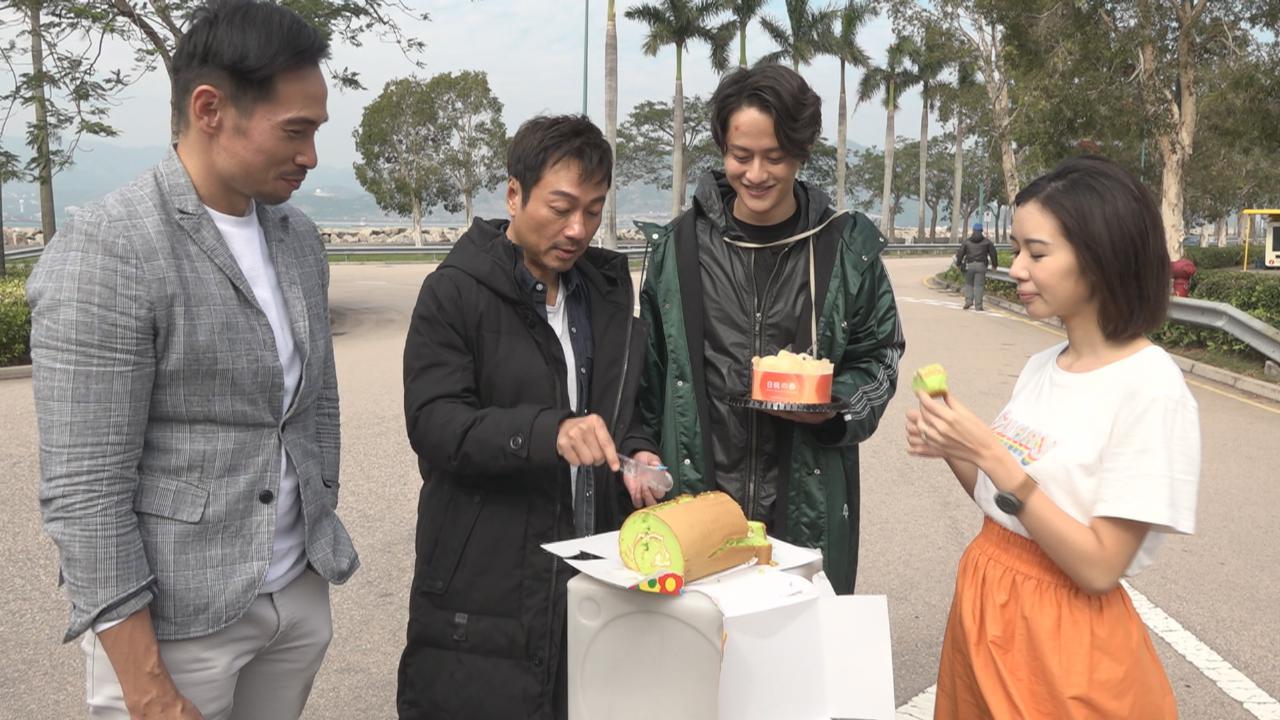 麥明詩拍劇中過生日 喜獲劇組送上三個蛋糕