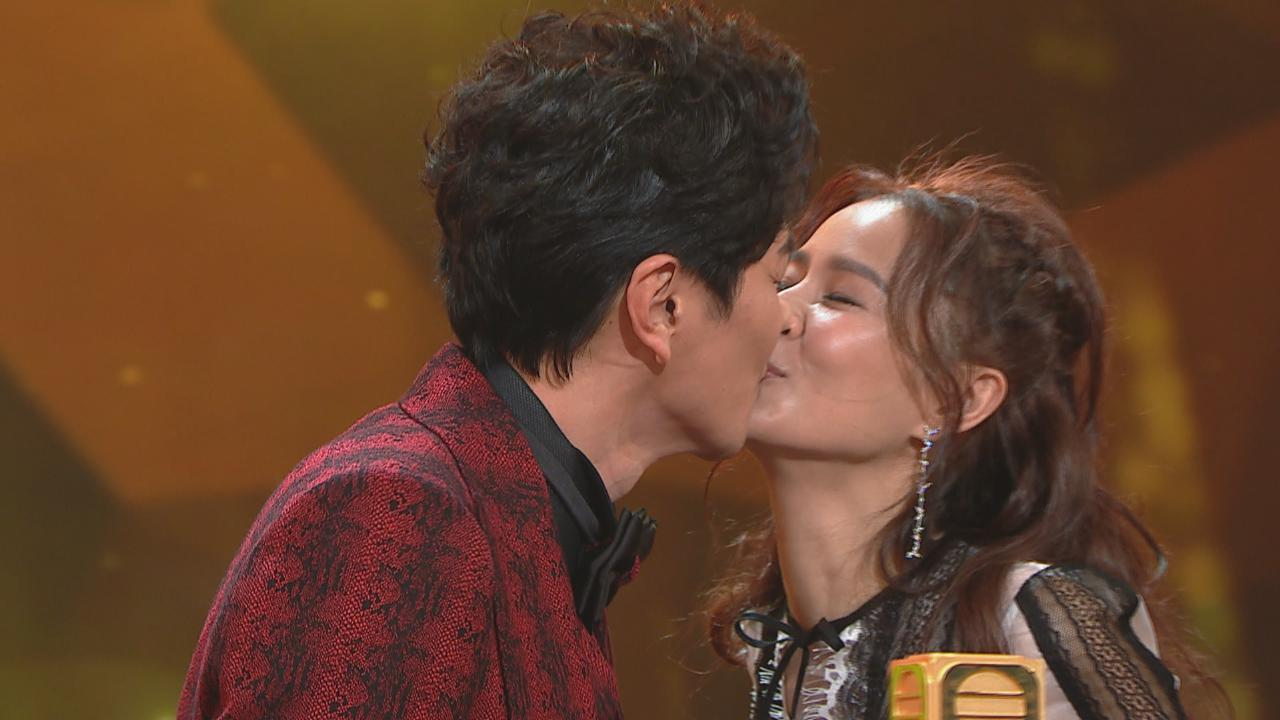 蕭正楠頒獎台上宣布喜訊 黃翠如又驚又喜幸福滿瀉
