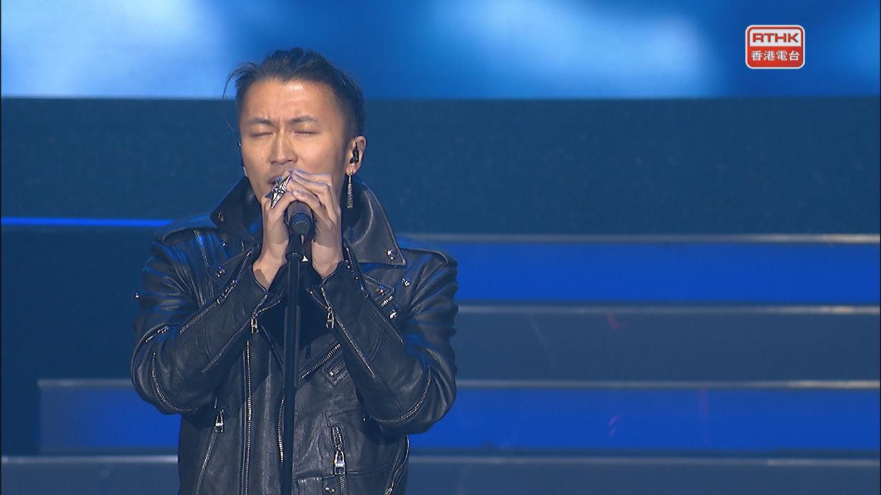 謝霆鋒驚喜現身音樂會 以電結他自彈自唱掀高潮