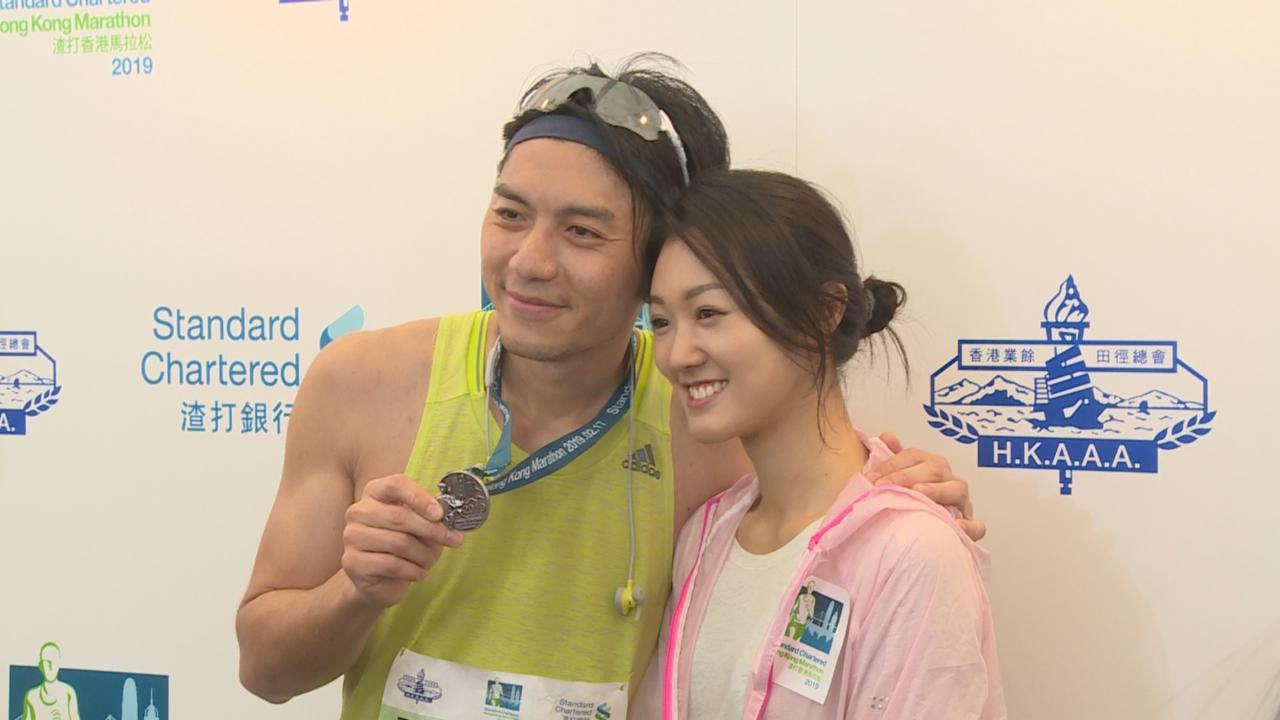 馬拉松比賽吸引一眾藝人參與 袁偉豪獲女友張寶兒到場支持