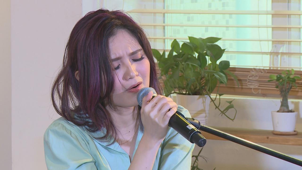 舉行新歌發布會 黃妍即場獻唱暗戀歌