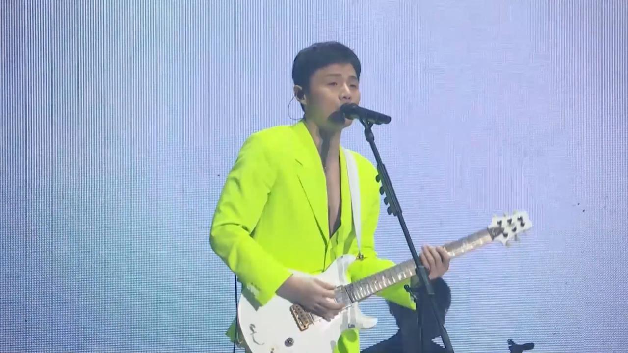 (國語)北京舉行巡迴演唱會 李榮浩以螢光造型自彈自唱