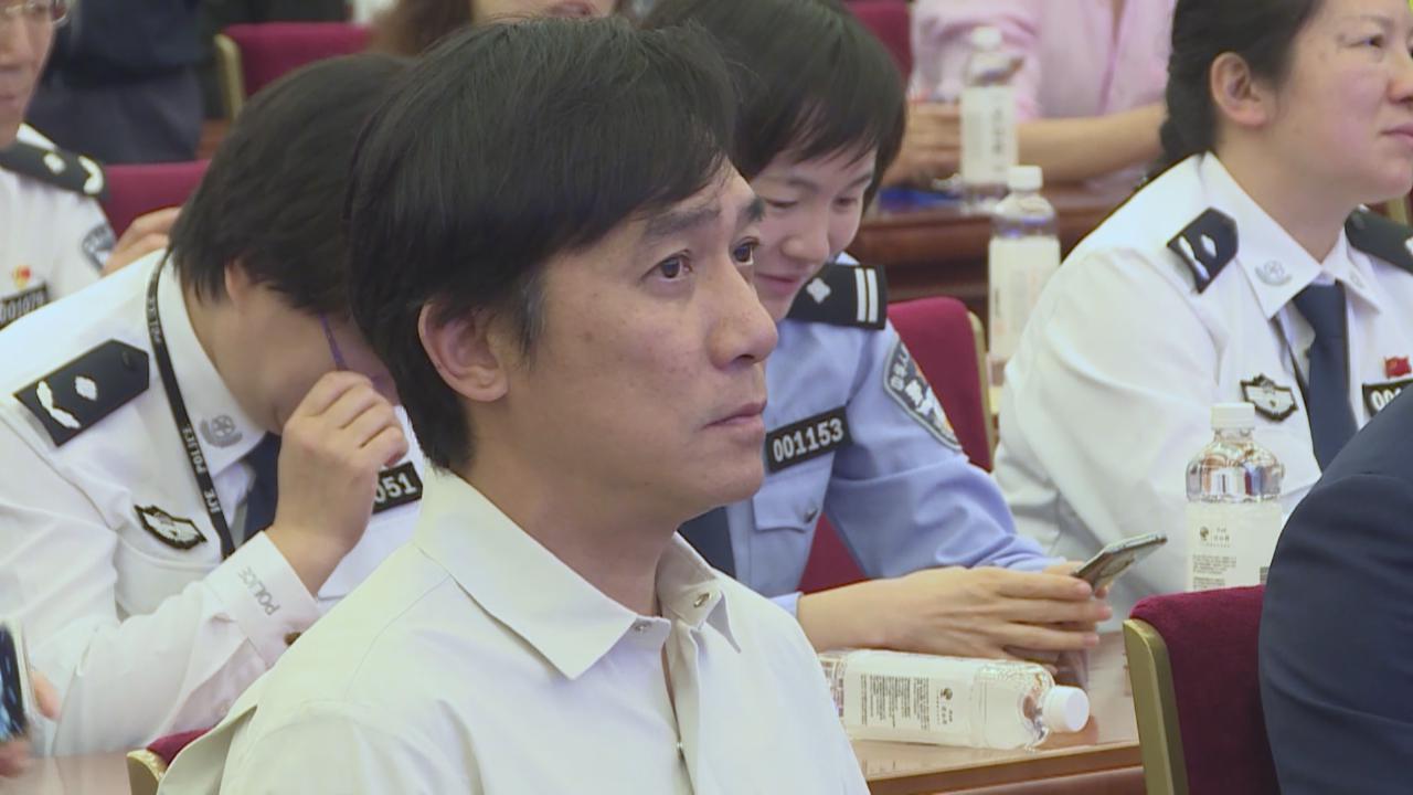 梁朝偉與太太劉嘉玲現身北京 影帝段奕宏見偶像變小粉絲