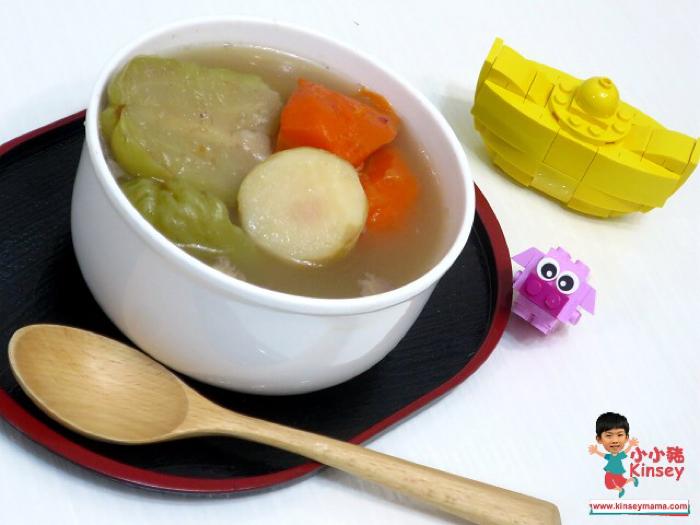 小小豬湯水篇 - 合掌瓜馬蹄椰棗瘦肉湯