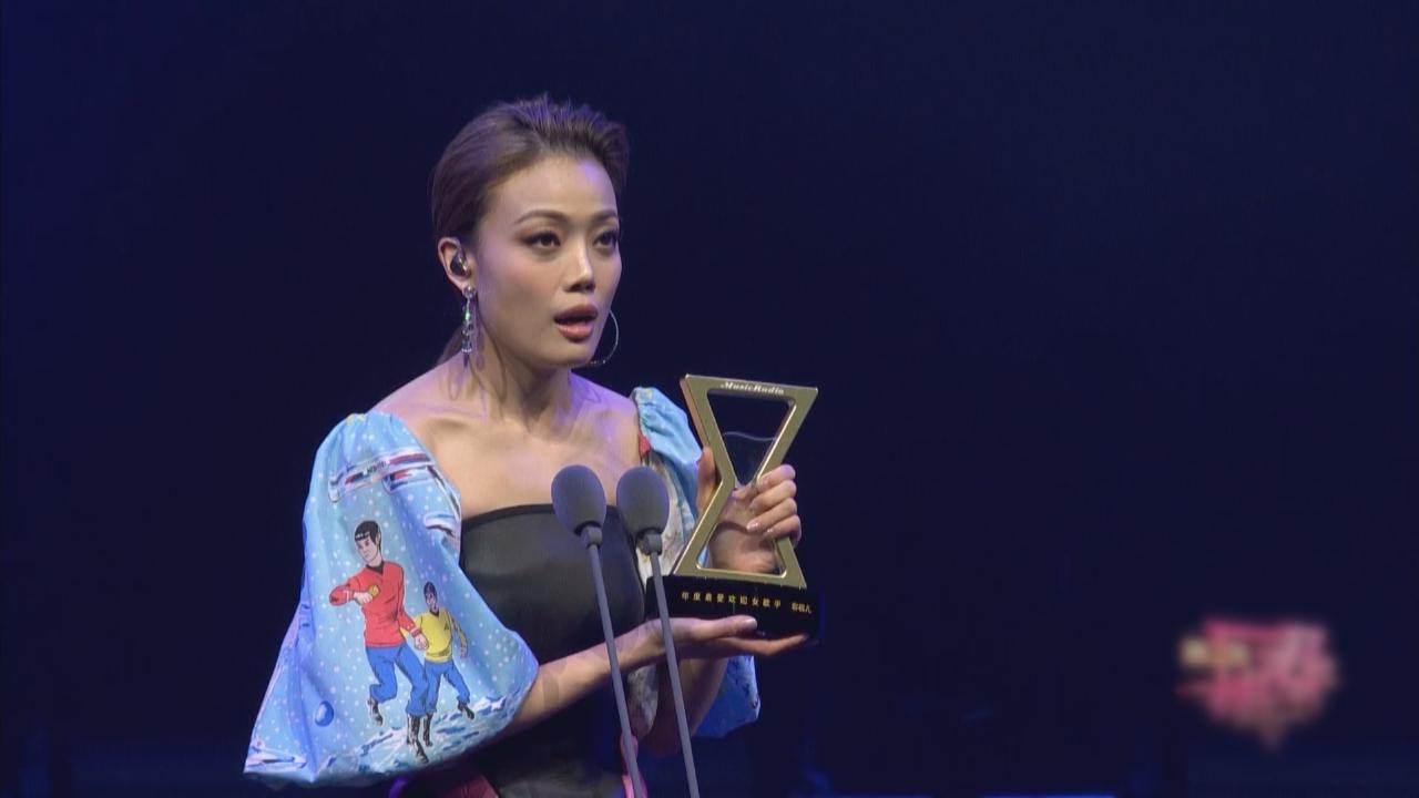 出席内地音樂頒獎禮 容祖兒獲年度最受歡迎女歌手