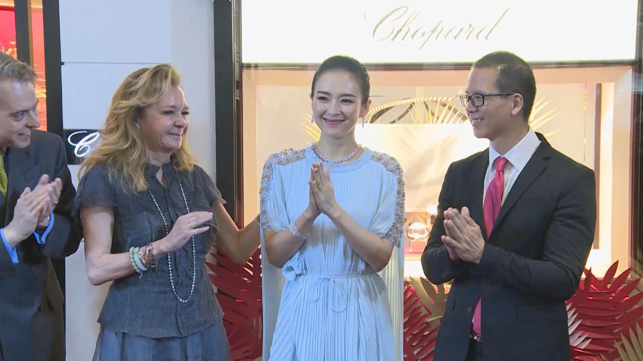 (國語)章子怡出席品牌活動 與合作多年夥伴成好友
