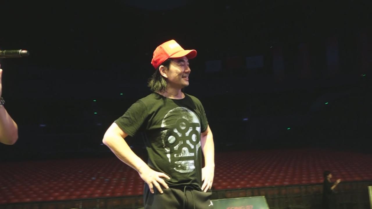 任賢齊赴天津舉行巡唱 獲歌迷送上生日驚喜