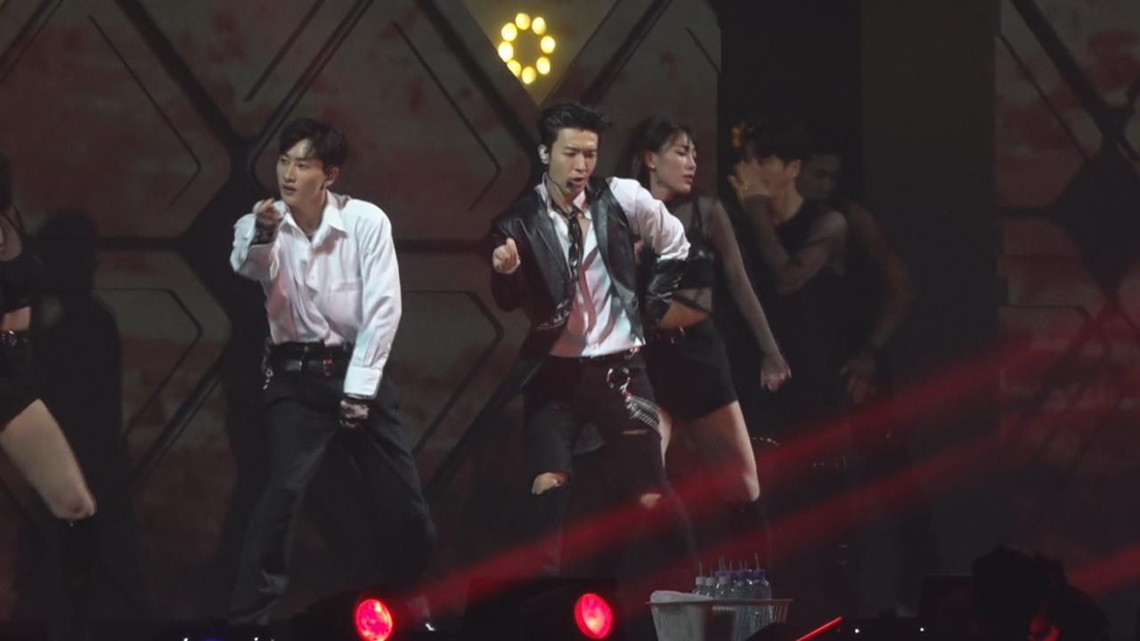 D&E來港舉行巡迴演唱會 一出場勁歌熱舞炒熱氣氛