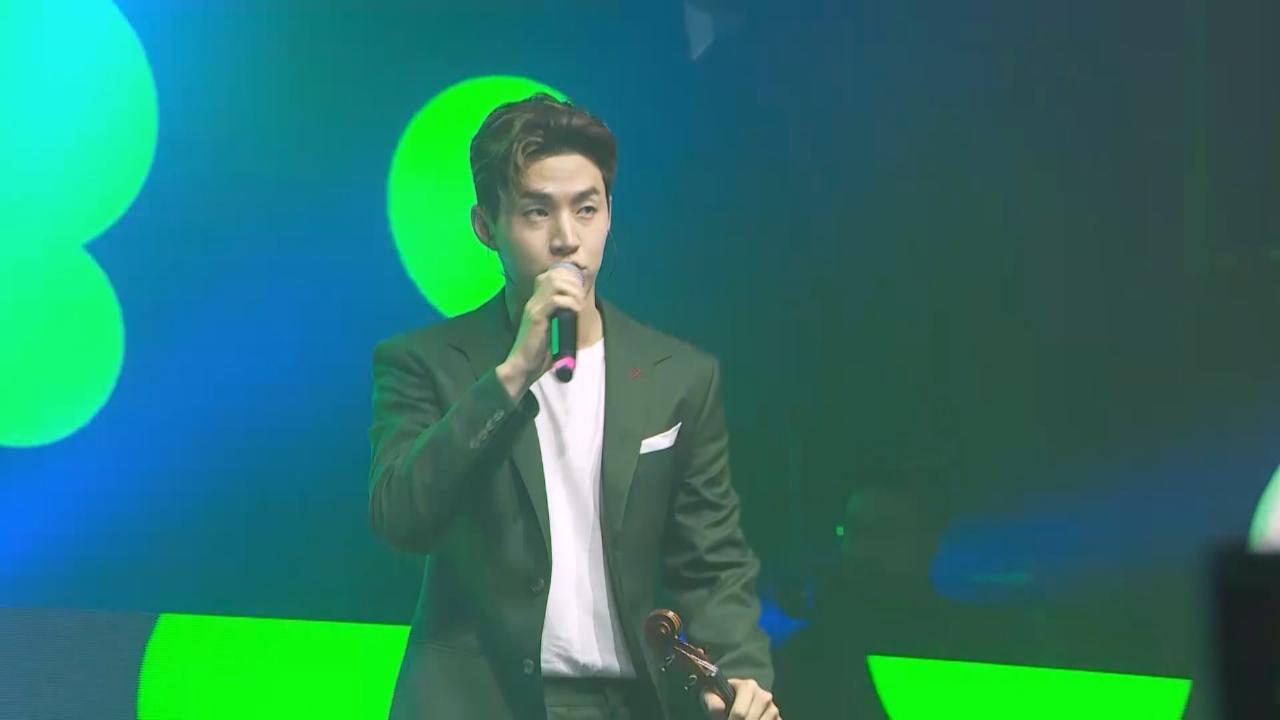 劉憲華北京出席活動 即場唱新歌大騷琴技