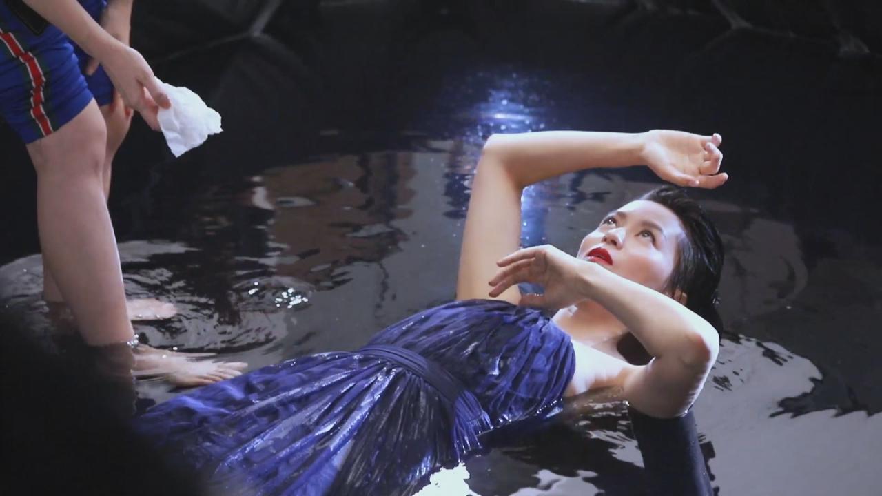 拍廣告落水大濕身 梁詠琪做足準備